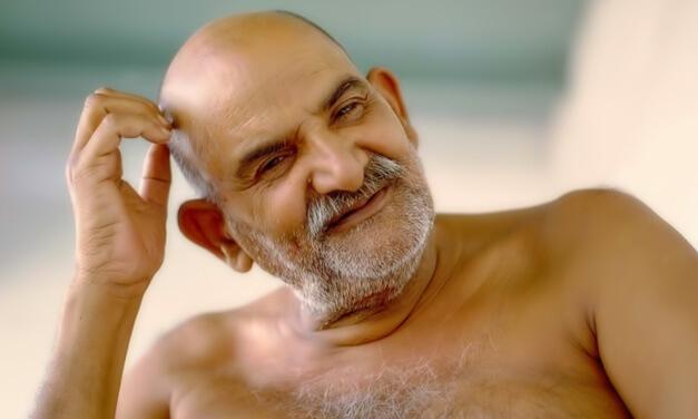 """Embracing """"Crazy Wisdom"""" – The Divine Life of Neem Karoli Baba"""