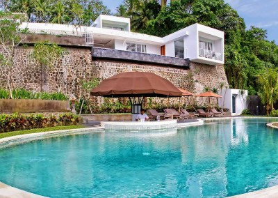 Main-Pool-Overlooking-the-Jungle