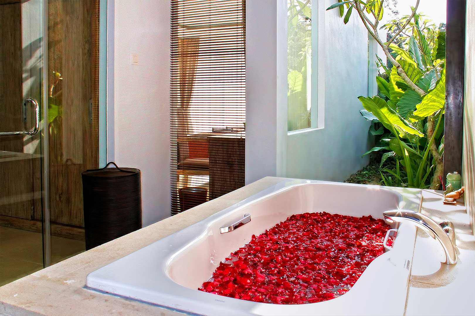 Bathtub-in-each-Suite