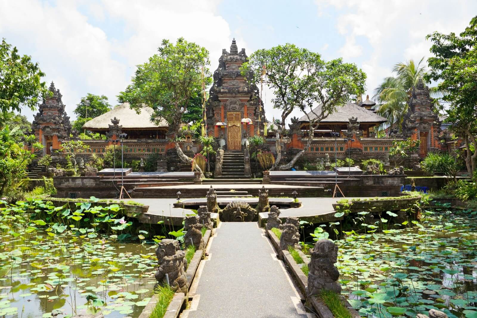 yoga retreat Ubud Bali Indonesia